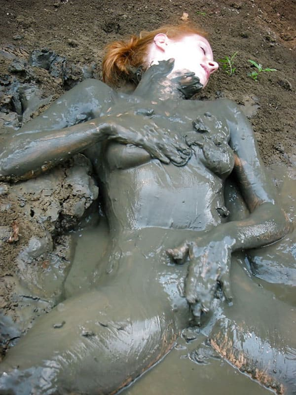 naked-girl-stuck-in-the-mud